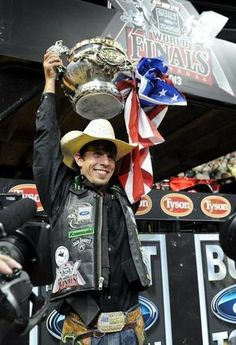 Mooresville, NC's JB Mauney wins the 2013 PBR championship. Rodeo Cowboys, Real Cowboys, Baby Cows, Baby Elephants, Giraffes, Rodeo Events, Professional Bull Riders, Bucking Bulls, Rodeo Life