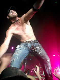 What better way to get over a mid-day slump than with some hot shots of Brantley Gilbert? Prepare to swoon with 20 sizzling photos of the country crooner. Hot Country Boys, Country Music, Male Country Singers, Brantley Gilbert, Hot Actors, Shirtless Men, Man Crush, Celebrity Crush, Beautiful Men