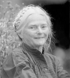 this lovely lady is Barbara Cooney, authur of Miss Rumphius and Ox Cart Man, some of our favorite books :)