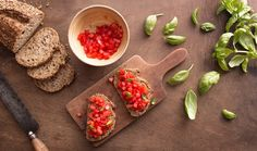 Bruschetta with Tomatoes Healthy Snacks, Healthy Eating, Healthy Recipes, Sauteed Mushrooms, Whole Grain Bread, Feta, Food To Make, Side Dishes, Easy Meals