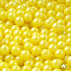 Large Edible Pearls used for cake decorating or cupcake decorating.  Edible cake decorations. | CaljavaOnline.com #caljava