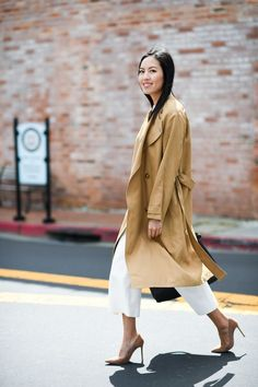 Coat and shoes as bookends Blazer Outfits, Work Outfits, Dressy Pants, Street Style Looks, Petite Fashion, Trench, Work Wear, Personal Style, Duster Coat