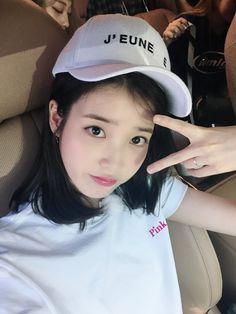 Iu Twitter, Best Photo Poses, Love U Forever, Pop Idol, K Idols, Korean Actors, Kpop Girls, Korean Girl, Me As A Girlfriend