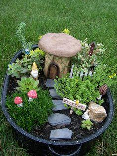 Garten Dekoration ideen 52 best ideas for the fairy garden 22 K Fairy Garden Pots, Fairy Garden Houses, Garden Terrarium, Gnome Garden, Garden Planters, Fairies Garden, Fairy Houses Kids, Boxwood Garden, Fairy Gardening