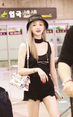 Fashion Idol, Fashion Tag, Korea Fashion, Daily Fashion, Girl Fashion, Fashion Cover, Chinese Actress, Cute Icons, Airport Style