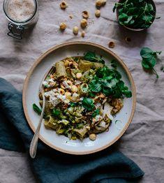 Rezept für leichte Pasta mit Romanesco, Haselnüssen und Fenchel