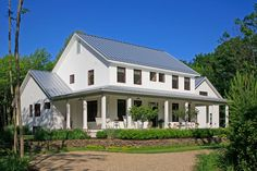 Country Farmhouse Exterior Colors - http://www.interiordesigne.com/country-farmhouse-exterior-colors/