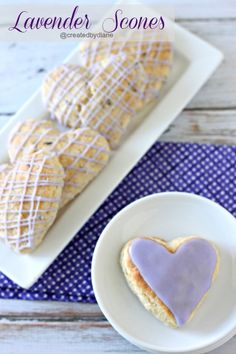 Deliciously sweet lavender scones are perfect for tea time or ANYTIME. Scones are perfect for breakfast or any time you& like a delicious snack. Biscotti, Köstliche Desserts, Delicious Desserts, Yummy Food, Brunch Recipes, Breakfast Recipes, Breakfast Scones, Scone Recipes, Tea Recipes