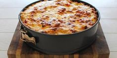Rigatoni Pasta Pie Is this real life? This deep-dish pasta pie is like nothing you've ever seen. Rigatoni Pasta Pie, Baked Rigatoni, Pasta Carbonara, Ravioli Lasagne, Pasta Recipes, Cooking Recipes, Pasta Dishes, Food Inspiration, Love Food