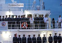 Guarda Costeira das Filipinas receber primeiro de dez navios cedidos pelo Japão. O Presidente Rodrigo Duterte se junte a oficiais da Philippines Coast..