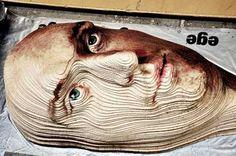 ダンボールを重ねて制作された3Dアート「Giant 3D portrait of carpets」