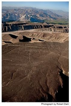 Hummingbird, Nazca Lines, Nazca Desert, Perú - a series of ancient geoglyphs designated a UNESCO World Heritage Site in Oh The Places You'll Go, Places To Visit, Nazca Lines, Ancient Buildings, Ancient Mysteries, Machu Picchu, Bolivia, Heritage Site, Ancient History