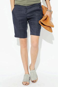 Today's Hot Pick :Chic Basic Linen Bermuda Shorts http://fashionstylep.com/SFSELFAA0033441/stylenandaen/out Make summer dressing a breeze with this do-it-all piece. This linen shorts features a mid-waist rise, button and zip fly closure, belt loops, slit side pockets, additional slit pockets in reverse, and a straight leg silhouette. Wear with a simple scoop neck shirt paired with flat strap sandals for an ideal office or park look.