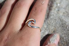 Get caught all year in an endless summer with the Devocean Wave Ring. Like a wave, these rings are playful yet strong and will keep up with you in your everyday life. - 925 Sterling Silver Plated - Av