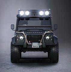 Agora você pode encomendar o seu próprio Land Rover Defender com base no modelo do mais recente filme de James Bond Spectre. A edição Tweaked SPECTRE, apresenta os mesmos componentes que foram montados para o carro do filme, desde as rodas bead
