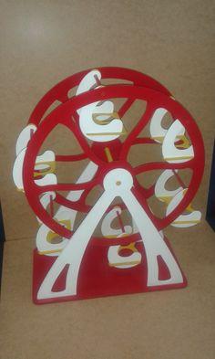 Noria / Ferris Wheel Base para cupcakes Cupcake Holder Esta noria soporta 12 cupcakes y da vueltas...