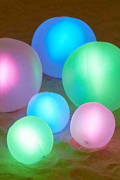 Boule luminescente et flottante pour la piscine