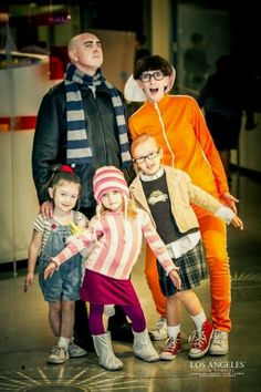 Despicable Me family costume idea. Wish I had three girls. Would this scar Landry for life?