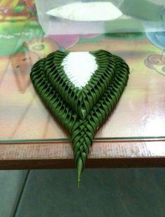 งานใบตอว Flower Garland Wedding, Flower Garlands, Leaf Crafts, Flower Crafts, Centerpiece Decorations, Flower Decorations, Leaf Design, Floral Design, Ikebana