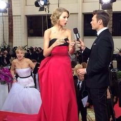 Jennifer Lawrence and Taylor Swift on the Golden Globes Red Carpet.