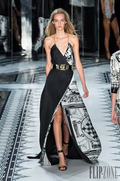 Versus Versace Spring-summer 2015 - Ready-to-Wear - http://www.flip-zone.com/fashion/ready-to-wear/fashion-houses-42/versus-versace-4879 - ©PixelFormula