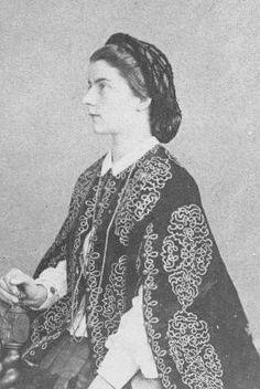 Maria Sophie, Regina delle Due Sicilie wearing a decorated cape | Grand Ladies | gogm