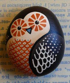 peinture sur galets, pingwin dessiné
