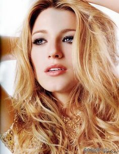 Blake Lively who plays Serena van der Woodsen the CW Gossip Girl TV Series Blake Lively in The Sisterhood of the Traveling Pants 2 Blake Lively Gossip Girl, Blake Lively Hair, Blake Lively Style, Blake Lively Makeup, Strawberry Blonde Hair Color, Stawberry Blonde, Warm Blonde, Red Blonde, Blonde Waves