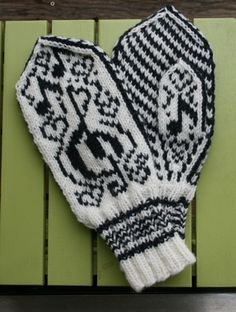 Musikalske votter (dame) Mittens Pattern, Knit Mittens, Knitted Gloves, Knitting Socks, Knitting Projects, Knitting Patterns, Amigurumi Patterns, Knit Or Crochet, Crochet Hats