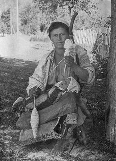 Bestand:Hungarian Gypsy Mother and Child NGM-v31-p563.jpg