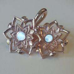 Lotus Weight in rose gold plating and mother of pearl inlay