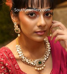 Polki Diamond necklace and earrings set by Nikitha Linga photo Gold Jewellery Design, Gold Jewelry, Jewelery, Designer Jewellery, Diamond Jewellery, Bridal Jewelry, Jewelry Necklaces, Diamond Necklace Simple, Dimond Necklace
