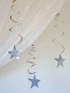 Estrela com espiral em reciclagem de latinhas de bebidas