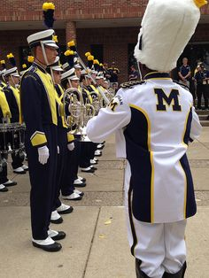 The new U-M drum major inspects the band in front of Revelli Hall before the 2013 home opener football game. Michigan Athletics, Michigan Wolverines Football, University Of Michigan, U Of M Football, Packers Football, Michigan Go Blue, Marching Band Humor, Drum Major, Ann Arbor