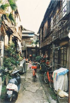 A typical scene in Yanaka in the 1980's.