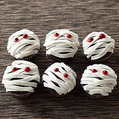 DIY Halloween Mummy Dearest Cupcakes