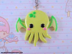 Chibi Kawaii Cthulhu Necklace Green par NerdyLittleSecrets sur Etsy, $12.00