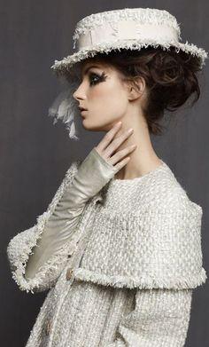 Chanel Spring-Summer 2013 Haute Couture. Para más de moda visita el blog que te asesora como llevar las mejores tendencias.. www.tuguiafashion.com