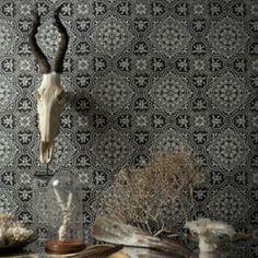 Rett i tiden. Marrokanske fliser som tapet. Veldig kult fra Cole & Son.