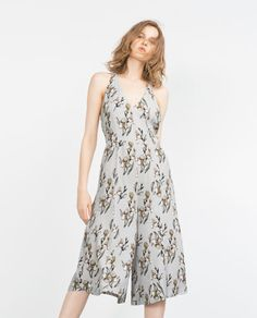 Kind of diggin' this ORCHID PRINT JUMPSUIT from Zara. I could totally wear this in Mexico this summer :) RM