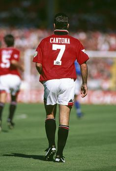14 August 1994 FA Charity Shield Football - Blackburn Rovers v Manchester United, Eric Cantona wearing the the number 7 (seven) United shirt, with his collar turned up. (Photo by Mark Leech/Getty Images) Manchester United Wallpaper, Manchester United Legends, Manchester United Football, Cristiano Ronaldo Manchester, Eric Cantona, Barcelona Soccer, Fc Barcelona, Blackburn Rovers, Soccer Girl Problems