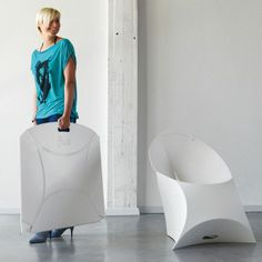 The Flux Chair. Not only are they easier to stack and store, but these flat folding chairs from Flux also look about 1000X more comfortable than the traditional stacking office chair. >> Love these! Mobiliario y Sillas de Oficina