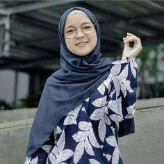 Selamat pagi fansku yg paling soleha, imut, cantik, terbaik, dan the best Casual Hijab Outfit, Hijab Chic, Beautiful Hijab, Beautiful Boys, Muslim Women Fashion, Womens Fashion, Hijab Fashion, Fashion Dresses, Hijab Tutorial
