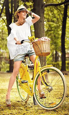 d728adf6d0c63 Ride a bike in Eric Javits. СosmoShopping Russia Straw Bag