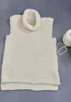 Thick, wonderfully warm tunic made of BC yarn Lanadika, undyed virgin wool, / You can find the instructions on Strickanleitungen.online, the yarn on www. Knit Vest Pattern, Poncho Knitting Patterns, Knitted Poncho, Knitting Stitches, Knitting Club, Knitting For Kids, Free Knitting, Baby Knitting, Hand Crochet