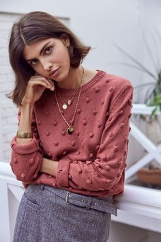 I'd prefer a lighter sweater. The color is good, but I might like it in a neutral color as well Fashion Moda, Knit Fashion, Work Fashion, Fashion Looks, Womens Fashion, Fashion Trends, French Fashion, Look Rose, Mode Lookbook