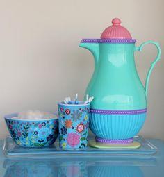 Quando começamos a pesquisar os itens necessários para o quarto do bebê, o kit higiene é um dos mais citados, pois facilita, e muito, a tro...