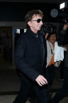 Barry Manilow Photos: Barry Manilow at LAX