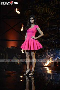 Rate this post Indian Actress Photos, Indian Bollywood Actress, Beautiful Indian Actress, Bollywood Fashion, Indian Actresses, Katrina Kaif Hot Pics, Modern Outfits, Nice Dresses, Style Inspiration