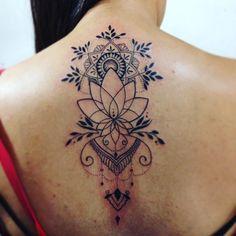 """Valeu Beatriz pelo belo presente de domingo #linework #lineworktattoo #loubacktattoo #tattoo #tattoed #tattoocommunity #tattooedcommunity #tattooart…"""